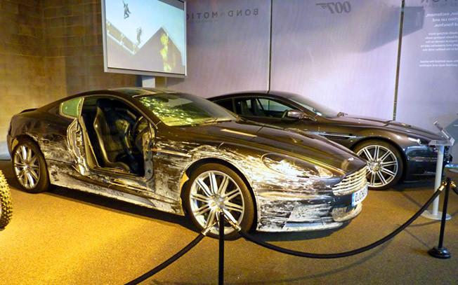Filmlerde Parçalanan Lüks Araçlar - Aston Martin DBS