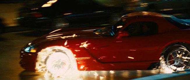 Filmlerde Parçalanan Lüks Araçlar - Dodge Viper