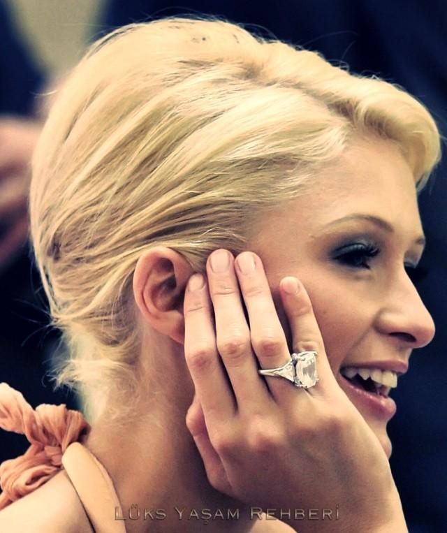 Paris Hilton Tek Taş Yüzüğü